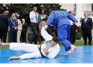 Obamas Wrestle